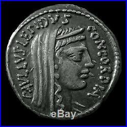 AEMILIUS PAULUS, denier rome en 62 avant JC, tête voilée de la concorde, Trophée