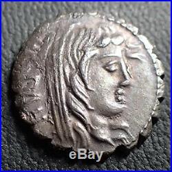 A. POSTUMIUS / N. ALBINUS, denier serratus Rome en 81 avant JC, tête veillie de
