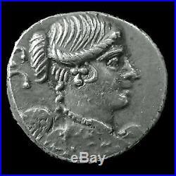CARISIA, TITUS CARISIUS, denier Rome en 46 avant JC, buste de la victoire, quadr