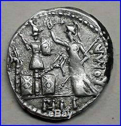 DENIER FURIA (119 Avant J-C) Rome debout à gauche Argent