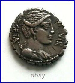 N°9 République romaine. HOSIDA (68 av. JC) Denier GETA R2