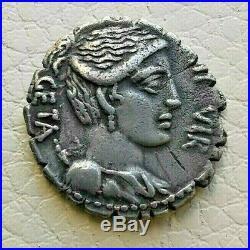 N°9 République romaine. HOSIDIA Denier serratus. R2