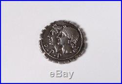 Pièce romaine républicaine argent denier serratus Sulpicia Pénates antique