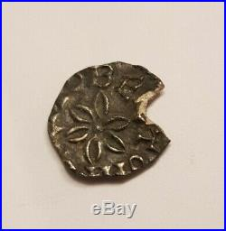 Très RARE! Denier argent Rouen, c. 710-750. Tête de face entre deux annelets